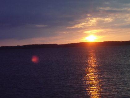 Zonsondergang zaterdagavond rond 19.45 uur.